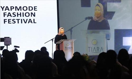 Sri Ayu Mihari Buka Yapmode Fashion Festival 2021
