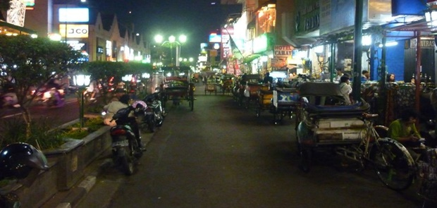 Selain Dipaksa Tutup Warung Lesehan Ketok Harga Makanan Turis Akan Dicabut Izinnya