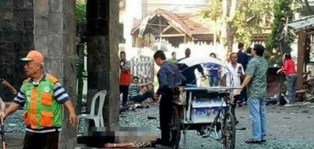 3 Gereja di Surabaya Dibom, 2 Tewas 13 Luka-luka